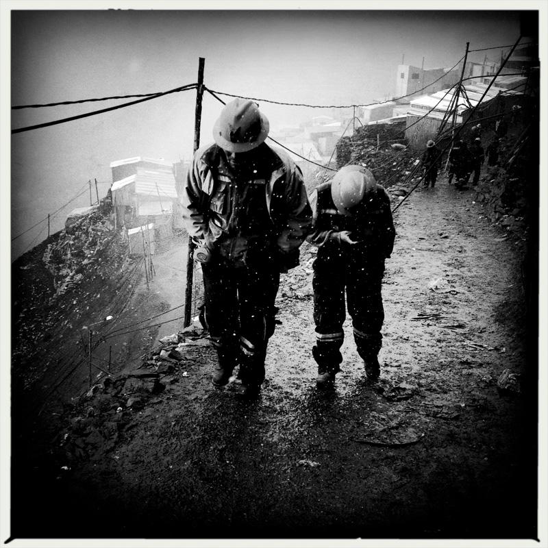 2) Mineros en La Rinconada